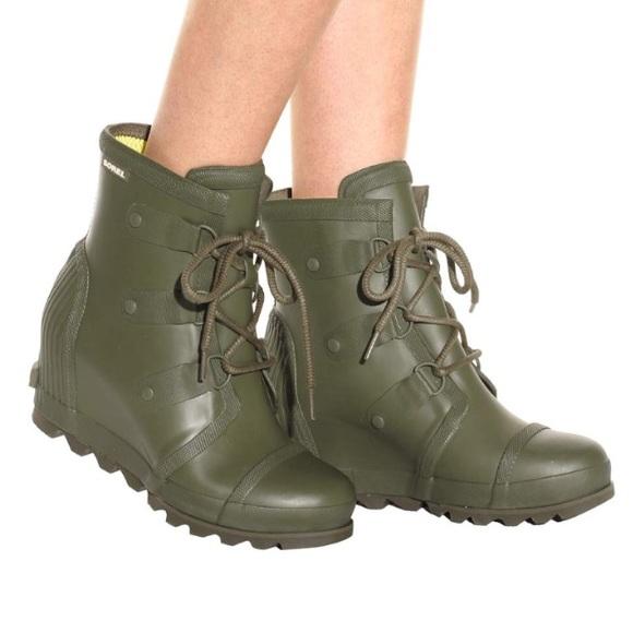 1e5576d4160 Sorel Joan rain wedge boots in an army green. M 5b2d9b1a9539f7bf11bb46fc